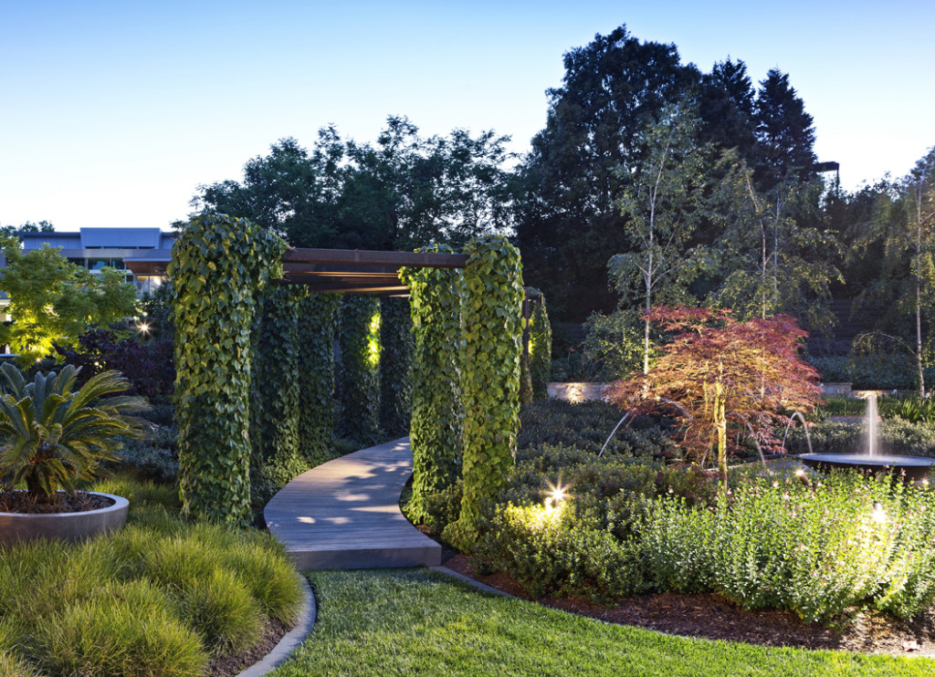 Superbe There Is A Large Lawn Area Which Gives A Beautiful Viewing Point Of The  Garden In All Directions And Plenty Of Relaxing Areas To Sit Back With  Friends And ...
