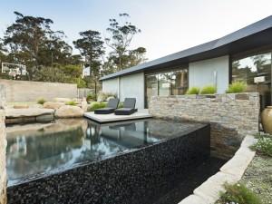 Mornington garden and Pool