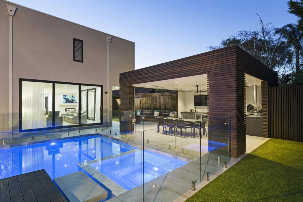 Incorporating an alfresco area in the garden design